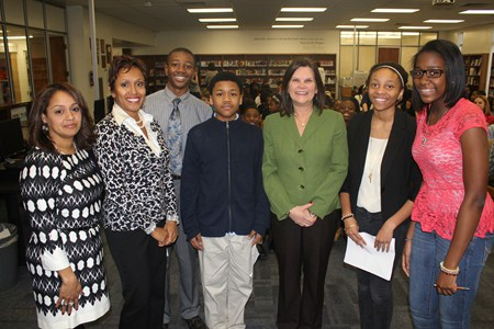 Mayor Georgine Welo Discusses Leadership with Memorial Junior High Student Leaders