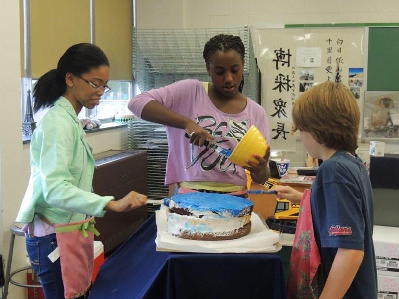 Decorating a World cake